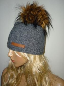 Bommel Mütze aus gewalkter Wolle