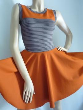 Orangenes Kleid mit Tellerrock